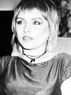 Great image of Debbie Harry aka Blondie Blondie Debbie Harry, Short Hair Dont Care, Portrait, Women Of Rock, Looks Black, Star Wars, Female Singers, Famous Women, Celebs