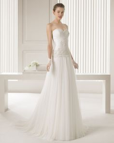 26 81161 SIBERIA  (Vestido de Novia). Diseñador: Rosa Clará. ...