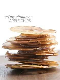 Crispy Cinnamon Apple Chips: The delicate thin slices are gently poached in a simple syrup and then baked in a low oven until crisp Apple Recipes, Snack Recipes, Dessert Recipes, Cooking Recipes, Cinnamon Apple Chips, Cake Pops, Healthy Snacks, Healthy Eating, Food Porn