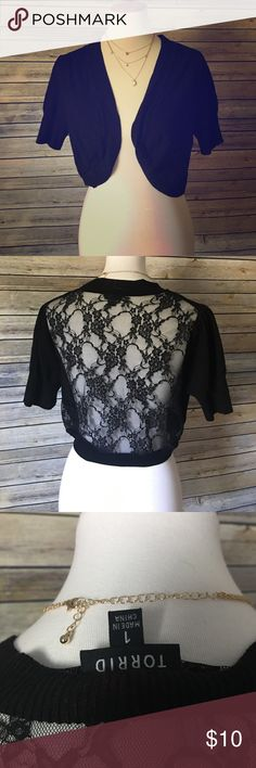 💕💕Torrid lace back shrug💣💣 The back is lace material. Used to go over tank tops. torrid Tops