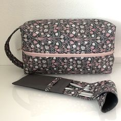 Vanella strikkebag med pinneetui - Epla Ark, Matcha, Shoulder Bag, Fashion, Moda, Fashion Styles, Shoulder Bags, Fashion Illustrations