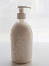 liquide vaisselle 100g de savon de Marseille + 1 litre d'eau + 2 cuillers à café de bicarbonate de soude + 2 cuillers à soupe de vinaigre blanc + 2 cuillers à soupe de cristaux de soude