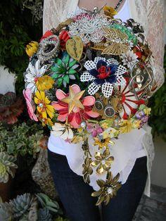 Rustic Wedding Trend: The Brooch Bouquet Bling Wedding Centerpieces, Wedding Flower Arrangements, Floral Arrangements, Wedding Brooch Bouquets, Flower Bouquet Wedding, Vintage Bridal, Wedding Trends, Fall Wedding, Wedding Ideas