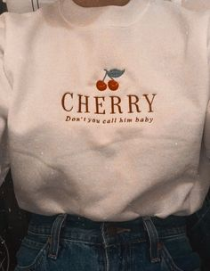 Harry Styles T Shirt, Harry Styles Clothes, Embroidered Sweatshirts, Embroidered Clothes, Retro Outfits, Cool Outfits, Fashion Outfits, Camisa Grunge, Diy Embroidery