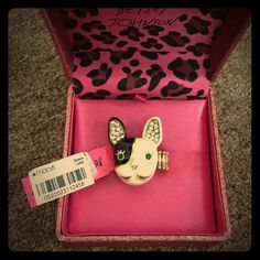Betsey Johnson ring Betsey Johnson ring new with tag have any question please let me know ✨ Betsey Johnson Jewelry Rings