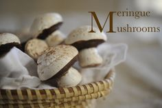 meringue mushrooms, cute as decoration for a yule log or even for a kids camping party Mushroom Cupcakes, Meringue Mushrooms, Biscuits, Meringue Cookies, Mushroom Recipes, Christmas Baking, Christmas Goodies, Just Desserts, Sweet Recipes