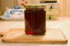 Hawthorn Jelly Recipe (Both the berries and young leaves of this tree can be eaten raw, see discussion thread:  http://www.songofthepaddle.co.uk/forum/showthread.php?6829-Ray-Mears-Hawthorne-berry-food  )
