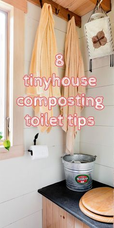 8 Composting Toilet Tips for Happy Tiny House Living What's the best way to go? We collected our readers' top composting toilet tips, to help you use your composting toilet cleanly, efficiently, and cheaply. Yurt Living, Tiny House Living, Small Living, Dry Cabin Living, Cottage Living, Outdoor Bathrooms, Tiny House Bathroom, Outhouse Bathroom, Small Bathroom
