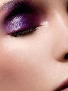 Purple eye make-up