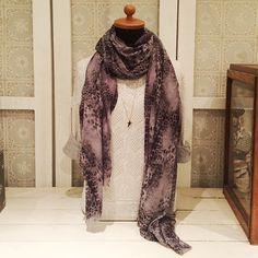 Sjaal met slangeprint Beadies Amsterdam #sjaal #slange #print #animal #accessoires #snake #amsterdam #utrecht #fashion #winter #herfst #wol
