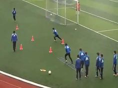 YouTube Soccer Warm Up Drills, Soccer Passing Drills, Soccer Warm Ups, Football Training Drills, Soccer Practice, Football Is Life, Football Soccer, Soccer Trainer, Soccer Workouts