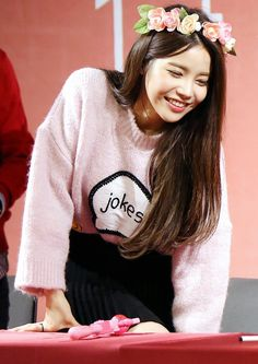 (Kim YongSun)Lilianne is the sweetest girl you'll ever meet she's always willing to help some one in need though at times her innocent and caring nature can earn her a lecture from her best friend. Kpop Girl Groups, Korean Girl Groups, Kpop Girls, Solar Mamamoo, Yoonmin, K Pop, Hoseok, Kdrama, Beauty