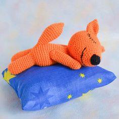 Crochet sleeping fox - Free amigurumi pattern