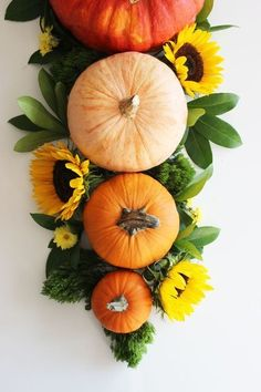 Pumpkins And Sunflowers - Unique Ways To Decorate Your Thanksgiving Table - Photos