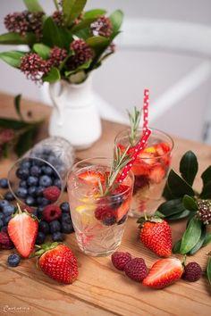 Beeren Drink, beeren zitronen gin, beeren gin, gin fizz Food Blogs, Brunch, Gin Fizz, Snacks, International Recipes, Creative Food, Strawberry, Fruit, Easy Peasy