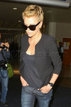 charlize theron short hair - Cerca con Google
