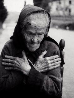 Portrait of Elderly Woman by Vincenzo Balocchi.   Estas manos estan basias porque tu no estas para ella