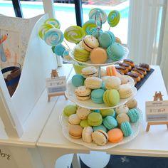 Macarons frantuzesti - perfecte pentru un Candy Bar de poveste. Bar, Desserts, Food, Green, Tailgate Desserts, Deserts, Eten, Postres, Dessert
