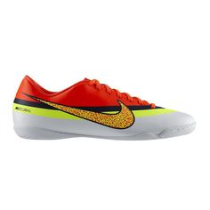 Sepatu Futsal Nike Mercurial Victory IV CR 580477-174 Rubber outsole pada sepatu ini memberikan stabilitas pada setiap gerakan yang dilakukan pemakai. Diskon 40% dari harga Rp 799.000 menjadi Rp 459.000.