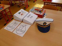 Námořnická výzdoba 1.B - nachystáno na 1. září 2014 - nejdůležitější je kapitánská čepice