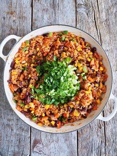 Meksikansk ris med grønnsaker og bønner Quesadilla, Fried Rice, Nom Nom, Food And Drink, Ethnic Recipes, Quesadillas, Nasi Goreng, Avocado Quesadilla, Stir Fry Rice