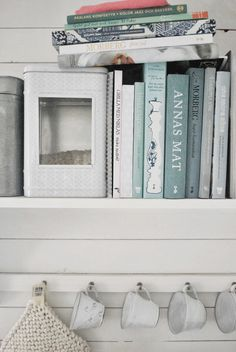 blues, greys & whites ~ I love the b&w photo on the tin box - Julia's White Dreams: The Friday Feeling! Tin Boxes, Beach House, Friday Feeling, House Styles, Kitchen, Blues, Dreams, Mood, Inspiration
