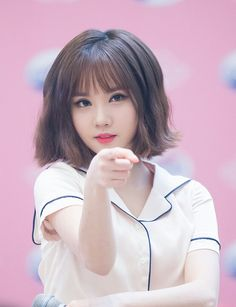 Kpop Girl Groups, Korean Girl Groups, Kpop Girls, Beautiful Asian Girls, Beautiful Women, Entertainment, Girls Braids, G Friend, Poses