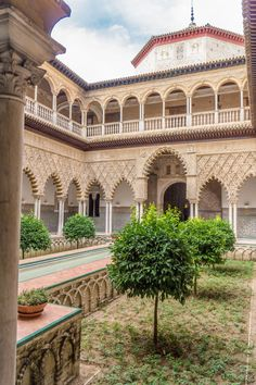 Alcázar of Seville (Andalusië, Spain) Beautiful World, Beautiful Places, Travel Around The World, Around The Worlds, Alhambra Spain, Alcazar Seville, India Architecture, Seville Spain, Spain And Portugal
