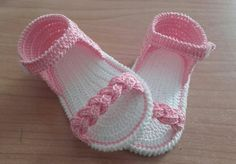 Sandalias Crochet Baby Boots, Crochet Baby Sandals, Baby Girl Crochet, Crochet Baby Clothes, Crochet Shoes, Crochet Slippers, Crochet Lace, Crochet Pattern, Baby Shoes Pattern