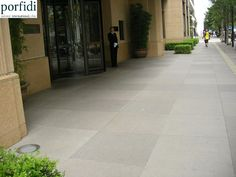 Hotel Peninsula Tokyo (Japan) -  600 m2 Stardust Porphyry flamed surface dimensions 800x800x60 mm. www.porfidi-online.com