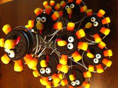 Thanksgiving --Oreo turkey Thanksgiving Oreo Turkeys, Thanksgiving Crafts, Fall Crafts, Kids Snack Mix, Fun Ideas, Craft Ideas, Turkey Cookies, Tasty, Yummy Food