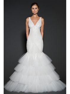アクア・グラツィエがセレクトした、NAEEMKHAN(ナイーム カーン)のウェディングドレス、NK013をご紹介いたします。