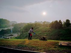 Paul Graham  'Pittsburgh 2004 (Lawnmower Man)' from the series 'a shimmer of possibility'  © Paul Graham