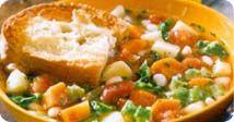 Soupe au pain et aux légumes à la toscane - Cette soupe traditionnelle d'Italie, nommée Ribollita qui signifie bouillir deux fois, a été inventée pour utiliser un reste de soupe minestrone et du pain rassis. Notre version renferme moins de pain, mais est garnie de rôties au fromage. Idéale à préparer d'avance, pour servir plusierurs convives.