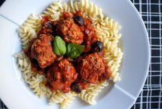 Meatballs with Olive, Basil & Tomato Sauce - Fragata