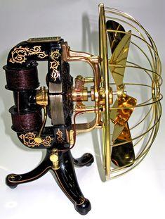 Una de las primeras máquinas eléctricas ideadas por Thomas Edison, fue la  Bi-Polar Electric Fan, en 1892-1894.