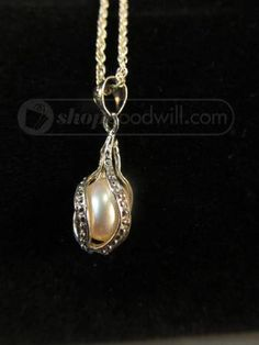 18K white gold oval pearl pendant