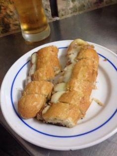 Cervejaria Gazela, spécialité de Hot dogs locaux, pour manger sur le pouce en centre ville.