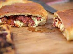 Calzone de mozzarella, tomate asado y aceituna | Narda Lepes
