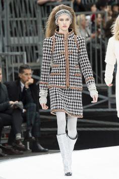 Chanel коллекция | Коллекции осень-зима 2017/2018 | Париж | VOGUE