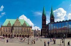 marketplace Bremen, left the city hall, The Bremer Dom in the middle and the house of the citizenry at the right.