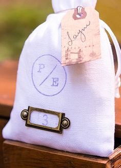These vintage inspired label holders make a unique and pretty addition to favor bags and offer an interesting way to personalize your day. Includes 6 metal label holders with brads for easy assembly.