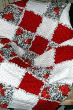 Red Hibiscus Rag Quilt | Quilts