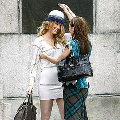 Blair Waldorf makes over Serena van der Woodsen's hat