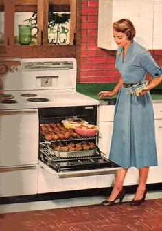 Retro renovate your kitchen into the mid century modern room of your dreams! Vintage Pictures, Vintage Images, Vintage Housewife, 1950s Housewife, Retro Photography, Vintage Appliances, Photo Images, Old Advertisements, Retro Home Decor