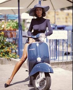 Trains, teddy bears and abandoned places – Vespa Girls – Motorrad Scooter Girl, Vespa Girl, Vespa Vintage, Piaggio Vespa, Motor Scooters, Vespa Scooters, Lambretta Scooter, Triumph Motorcycles, Motos Vespa
