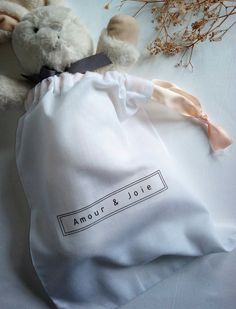 Transfer Text with iron. Closure with a small ribbon. Cotton Bag, Cotton Linen, Avenue Design, Travel Organization, Travel Bag, Underwear, Toys, Organizers, Ribbon