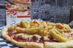 It's #yyc pizza week from September 26 to October 2. This is the Burning Bee pizza from 4th Spot Kitchen & Bar, which has breaded banana peppers. #pizza