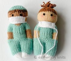 9 Frontline Hero Nurse Knitting Patterns - - Last week we featured the Frontline crochet bear and this week we are focusing on individual essential workers. We are starting the week with nurses! We love nurses and they are the glue holding us…. Knitted Doll Patterns, Knitting Patterns Free, Free Knitting, Baby Knitting, Crochet Patterns, Knitting Machine, Easy Patterns, Knitting Hats, Vintage Knitting