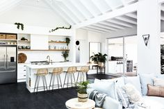 This holiday home was designed with a beach house ambience in mind – a place to unwind from the cares of everyday life an enjoy a slower pace of living with the people you love.